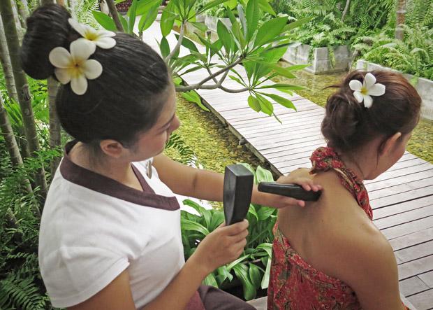Курсы тайского массажа Ток Сен в школе мастеров массажа